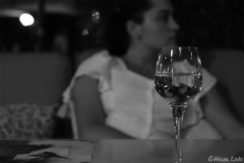 Şarap ve Gülen